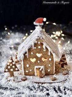 Une maison toute cocooning pour acceuillir le Père Noël Gingerbread, Cupcake, Desserts, Food, Tailgate Desserts, Deserts, Ginger Beard, Cupcakes, Essen