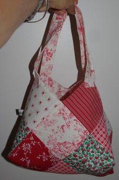 Tutorial: the 22 square bag - Damocamelia & Violaine presents-Vir Eoz - # SQUARE . Fabric Handbags, Purses And Handbags, Loom Hats, Diy Sac, Moda Casual, Patchwork Bags, Crochet Purses, Crochet Slippers, Free Clothes