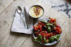 blomkålssoppa med rostade kikärtor och tomatcrostini
