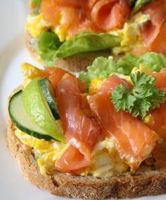 sandwich with scrambled eggs and smoked salmon