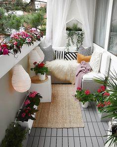 Small Balcony Decor, Small Balcony Design, Small Balcony Garden, Outdoor Balcony, Balcony Ideas, Small Balconies, Outdoor Decor, Small Patio Ideas Townhouse, Modern Balcony