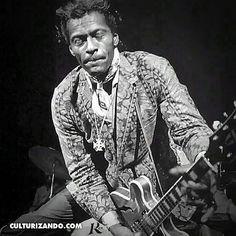 """@Regrann_App from @culturizando -  Vía  @masculturapop -  El 18 de octubre de 1926 nace #ChuckBerry cantautor y guitarrista estadounidense. Es una figura influyente y uno de los pioneros del rock and roll. En la década de los 50 Berry interpretó canciones como """"Roll Over Beethoven"""" """"Rock and Roll Music"""" """"Route 66"""" de Bobby Troup """"Johnny B. Goode"""" y """"Maybellene"""". La revista Rolling Stone lo presenta como el intérprete n.º 5 de toda la historia en su lista """"The Immortals"""" superado solo por The…"""
