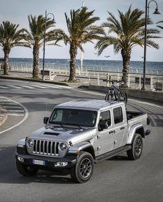 Das neue Modell markiert die Rückkehr der Marke in das Pickup-Segment und kommt zu den Feierlichkeiten des 80-jährigen Jubiläums von Jeep® zu den europäischen Händlern. Jeep Gladiator, City, Autos, Celebrations, Scale Model, Cities