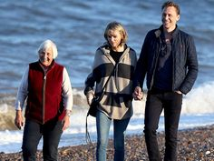The introduction came a day after Swift introduced Hiddleston to her parents Scott and Andrea at her Nashville, Tennessee apartment.  Later, the group was spotted taking a stroll down a beach together, with Swift and Tom holding hands.  Earlier in the week, the new couple spent time in Nashville, where