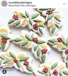 Flower Sugar Cookies, Leaf Cookies, Spice Cookies, Cake Cookies, Fall Decorated Cookies, Mini Cookie Cutters, Flower Art, Art Flowers, Fair Games