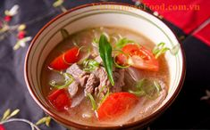 Vietnamese Food: Beef Meat Soup with Tomato Recipe (Canh Thịt Bò Cà. - Love me some soup - Easy Vietnamese Recipes, Vietnamese Soup, Vietnamese Cuisine, Asian Recipes, Beef Recipes, Soup Recipes, Cooking Recipes, Ethnic Recipes, What's Cooking