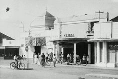 Cinema at Malang 1950 Malang, Dutch East Indies, Ad Art, Surabaya, Archipelago, Old Pictures, Java, Beautiful Places, The Past