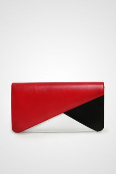 Maura colorblock clutch bag #clutchbag #taspesta #handbag #clutchpesta #fauxleather #leather #kulit #kombinasi #fashionable #stylish #trend Kindly visit our website : www.bagquire.com