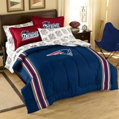 NFL New England Patriots Complete Bed Ensemble Full Size Comforter, Twin Comforter Sets, Bedding Sets, Patriots Bedding, Giant Beds, Sports Bedding, Football Bedding, Football Quilt, Football Bedroom