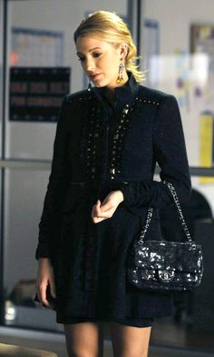 Blake Lively wearing Nanette Lepore Party Girl Coat, Chanel Sequin Flap Bag in Black and M.L by Matthew Campbell Laurenza Earrings. Gossip Girls, Gossip Girl Seasons, Gossip Girl Outfits, Gossip Girl Fashion, Fashion Tv, Fashion Photo, Fashion Looks, Fashion Ideas, Winter Fashion