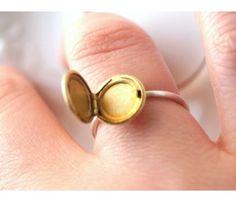 kinda want this.. Locket Ring
