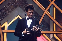 "In 1986, newcomer Randy Travis earned the Horizon Award (renamed New Artist of the Year in 2008) at ""The 20th Annual CMA Awards"" (10/13/1986)."