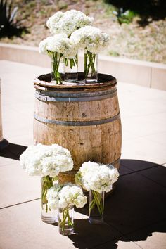 wine barrels and white hydrangeas, so in love with this idea! {i like our whiskey barrels with glass tops better, and they're more you guys than wine barrels, BUT the white hydrangeas would be gorgeous on them}