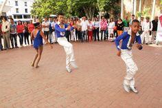 Los bailarines de salsa