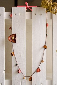 Pot Pourri, Collana con petali e fiore rosa!  Pink necklace, with hanging petals and flower.