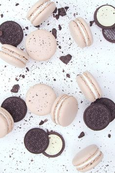 Your Favorite Cookie Just Got Even Better With These Oreo Macarons Your favorite cookie just got even better! We've taken our beloved Oreo and turned it into a luxurious, light, and creamy French macaron you're going to want Vanilla Cookies, Oreo Cookies, Macaroon Wallpaper, Cute Food, Yummy Food, Kreative Desserts, Piping Frosting, Food Wallpaper, Cute Desserts