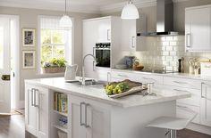 http://kingfisher.scene7.com/is/image/Kingfisher/Kitchen_Ideas_SS14_IT_White_Classic_Style?crop=10,185,4962,3273&anchor=2491,1821&$PROMO_940_620$