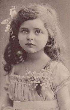 beautiful.... (vintage photo--flikr--JodiB63))
