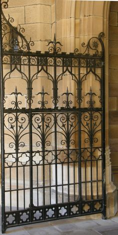 Beautiful wrought iron gate with fleur-de-lis in the design Wrought Iron Decor, Wrought Iron Fences, Front Gates, Entrance Gates, Entrance Ideas, Main Entrance, Tor Design, Gate Design, Sculpture Metal