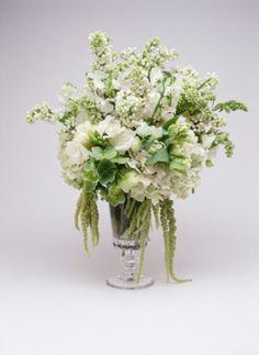 Centros de mesa para boda en verano: Elegancia clásica con flores de la temporada