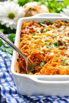 Five-Ingredient Ground Beef Dishes So Easy They Practically Make Themselves Ground Beef Dishes, Ground Beef Recipes Easy, Easy Chicken Dinner Recipes, Easy Healthy Recipes, Easy Meals, Easy Baked Spaghetti, Spaghetti Recipes, Pasta Recipes, Keto Recipes