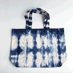 a perfect oversized tote bag for the beach or the park or the farmers market or anywhere you need a large, but easy to carry tote! hand dyed shibori with love from #brooklyn #gif #freepouch #summertote #handmadewithlove