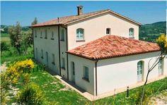 Ca Brandano, ex casa colonica sulle colline marchigiane tra Pesaro e Urbino. L'ideale per viaggi alla scoperta delle bellezze italiane.