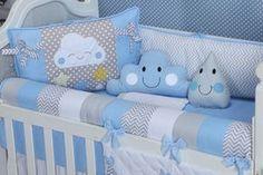 Com uma nuvem sorridente e muita fofura, o Kit Berço Nuvem Estrela Azul mistura o tema lúdico com as estampas moderninhas, e o chevron marca presença nesse enxoval azul de menino tão incrível! Baby Nursery Decor, Baby Bedroom, Baby Boy Rooms, Baby Decor, Baby Cot Bumper, Baby Cribs, Baby Bedding Sets, Baby Pillows, Baby Shower Clipart