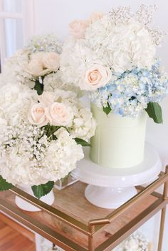 DIY flower centerpieces & arrangements for summer party // white hydrangeas, pink roses, baby's breath (all for cheap! Pastel Flowers, Paper Flowers Diy, Pretty Flowers, Pink Roses, Coffee Table Centerpieces, Flower Centerpieces, All Things Cute, Random Things, Extra Petite