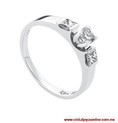 Con un diseño sofisticado #AnillodeCompromiso oro blanco 14k con un diamante central de 15 puntos y 28 laterales #Wedding #Boda #CristalJoyas