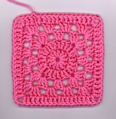 I crocheted another squircle this morning before work and then decided to add a solid round. I like this one better (I think). Crochet Blocks, Granny Square Crochet Pattern, Crochet Stitches Patterns, Crochet Squares, Crochet Motif, Crochet Designs, Easy Granny Square, Crochet Granny, Granny Squares
