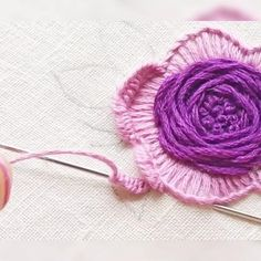 Hand Embroidery Design Patterns, Hand Embroidery Patterns Flowers, Hand Embroidery Videos, Embroidery Stitches Tutorial, Embroidery Flowers Pattern, Embroidery Kits, Beaded Embroidery, Creative Embroidery, Simple Embroidery