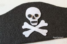 diy pirate costume for kids Yes, International Talk Like a Pirate Day is tomorrow! September I know, BEST international celebration ever! The best best part is that Kr Pirate Costume Couple, Diy Pirate Costume For Kids, Homemade Pirate Costumes, Female Pirate Costume, Pirate Crafts, Pirate Day, Pirate Birthday, Pirate Fancy Dress, Boy Costumes