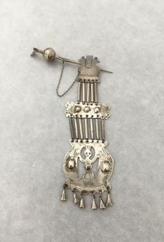 """Gorgeous piece of from It is used as a with engraved designs, tubes and chains, The top pin is called a """"punzón acucha"""" cloak pin, and the piece a Chanel Mini, Chanel Purse, Faceted Glass, Glass Beads, Jewelry Rings, Silver Jewelry, Wire Wrapped Rings, Vintage Chanel, Cloak"""