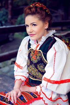 costum de Bistrita colectia silvia Floarea Toth Folk Costume, Costumes, Traditional Outfits, Embroidery Patterns, Crocheting, Harajuku, Popular, Knitting, Clothes