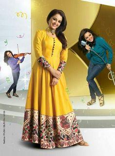 Manju warrier ♡ in pranaah Kalamkari Designs, Salwar Designs, Blouse Designs, Indian Dresses, Indian Outfits, Kalamkari Dresses, Kalamkari Kurti, Anarkali Dress, India Fashion