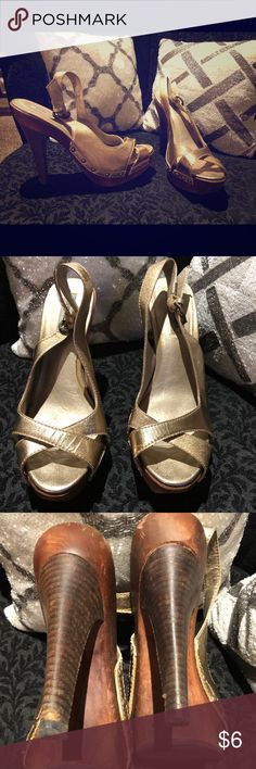 Gold and wood Steve Madden heels 9.5 Size 9.5 Steve Madden Heels in gold and wood Steve Madden Shoes Heels