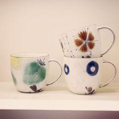 安見工房さん作の線刻寸胴マグですあたたかみのある質感と可愛らしい絵にほっとする器です #織部 #織部下北沢店 #陶器 #器 #ceramics #pottery #clay #craft #handmade #oribe #tableware #porcelain