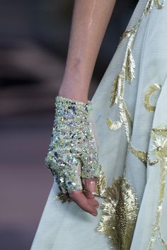 Georges Hobeika at Couture Spring 2019 - Details Runway Photos Georges Hobeika, Couture Details, Fashion Details, Alexander Mcqueen, Dior, Gloves Fashion, Valentino, Spring Couture, Couture Week