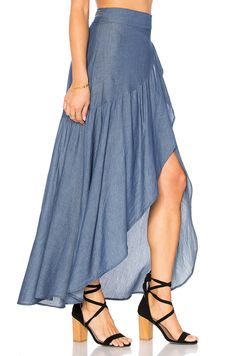 Most techniques to wear a denim mini skirts will depend on your unique style, but this simple chic wardrobe.Top below to get the denim-skirt clothes fashion women are trying this plunge.Shop for Stillwater Wrap Sum Den Skirt in Indigo at REVOLVE. Skirt Outfits, Dress Skirt, Dress Sewing Patterns, Mode Style, Blouse Designs, Designer Dresses, Fashion Dresses, Fashion Design, Clothes