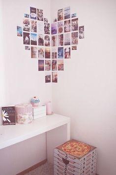 この画像のページは「写真たてに飾るだけじゃないインテリアにもなる!かわいいレイアウト」の記事の16枚目の画像です。ハート型に部屋の隅の方にかわいいハートマークが見えます! ひとつひとつよく見てみると写真を使っているのが分かります。 恋人同士や家族写真を飾りたいですね。関連画像や関連まとめも多数掲載しています。