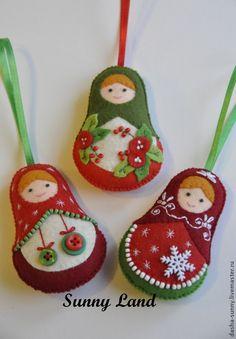 """Купить Набор елочных игрушек """"Рождественские матрешки"""" 3 шт. - ярко-красный, бордовый, зеленый"""