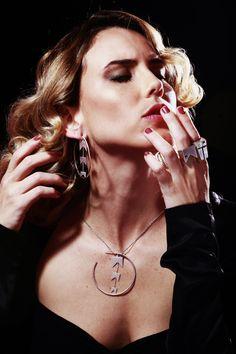 Livia de Bueno veste peças da coleção Volpi, de Gabriel Republicano. Foto: Sergio Caddah