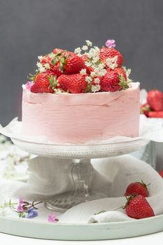 Flippste aus: Ganz ohne Backen! { Semifreddo-Erdbeer-Cheesecake } & ein allerwichtigstes Save the Date. | Klitzeklein | Bloglovin'