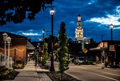 Choice Hotels, Tourism Website, Mountain Vacations, Vacation Trips, Vacation Ideas, Brick Building, Walking Tour, Main Street, Lodges