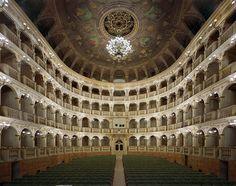 Самые красивые оперные театры мира Коммунальный оперный театр Болоньи (Teatro Comunale di Bologna), Болонья, Италия