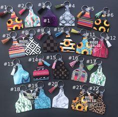 Cute Keychain, Keychain Ideas, Fun Crafts, Diy And Crafts, Cow Ears, Diy Leather Projects, Acrylic Keychains, Ear Tag, Cute Car Accessories