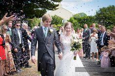 34-wedding-photography-north-devon-bride-groom-confetti