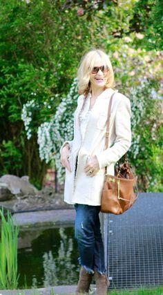 Frisch, frech, fröhlich: Mode-Bloggerin Gaby Mayr zeigt, wie sie ihren Longblazer mit Fransen frühlingstauglich kombiniert. #Mode #Frühling #Longblazer @gabymayr