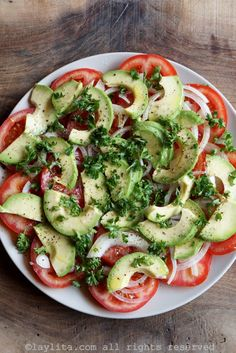 Ensalada con aguacate y tomate